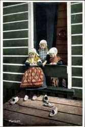 Ak Marken Nordholland, Niederländer, Mädchen in Trachten, Schuhe