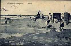 Ak Langeoog, Nordseebad, Strand, Passanten, Flut, Fahne