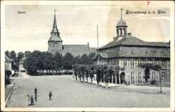 Postcard Boizenburg a.d. Elbe, Der Marktplatz mit Rathaus und Kirche