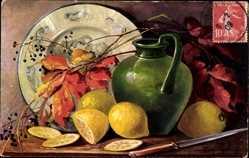 Künstler Ak Golay, Mary, Stillleben, Zitronen, Grüne Vase, Teller, Herbstlaub