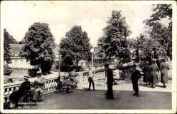 Postcard Mondorf les Bains Luxemburg, Au Parc, Parkanlagen, Besucher