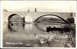 Foto Ak Echternach Luxemburg, Le Pont, Steinbrücke, Boot
