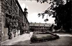 Postcard Seligenstadt Hessen, Prälatur und Konventbau, Innenhof, Rankenbewuchs