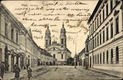 Postcard Papa Ungarn, Fö utca, Straßenpartie mit Blick auf Kirche, Passanten, Fassade