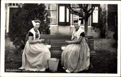 Ak Walcheren Zeelands Glorie, Zwei Frauen in Niederländischer Tracht