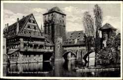 Postcard Nürnberg, Henkerturm mit Weinstadel, Flusspartie, Brücke