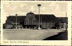 Ak Legnica Liegnitz Schlesien, Bahnhof mit Bahnhofsplatz