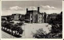 Ak Breslau Niederschlesien, Blick auf den Bahnhof, Straßenseite, Platz