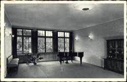 Postcard Seevetal, BDM Führerinnenschule, Musiksaal, Innenansicht, Flügel, Bank