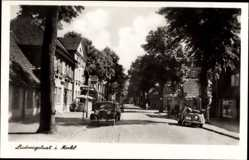 Postcard Ludwigslust in Mecklenburg, Straßenpartie mit Autos und Hotel