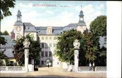 Postcard Schwetzingen, Blick auf das Schloss, Eingang, Tor, Passanten, Zaun