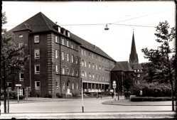 Foto Ak Oberhausen Osterfeld am Rhein, Straßenpartie, Wohnhaus, Kirchturm