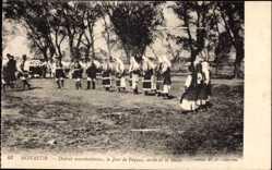 Postcard Monastir Mazedonien, Danses macedoniennes, Le Jour de Paques, sortie Messe