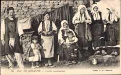 Postcard Monastir Umgebung Mazedonien, Famille macedonienne, Mazedon. Familie