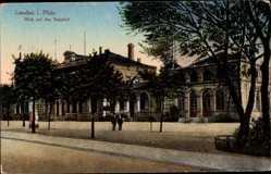 Postcard Landau in der Pfalz, Blick auf den Bahnhof, Litfaßsäule
