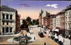 Postcard Saarbrücken a.d. Saar, Die Reichsstraße mit Straßenbahn und Geschäften
