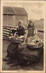Ak Eiland Marken Nordholland, Niederländerinnen in Trachten, Körbe