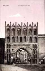 Postcard Malchin, Blick auf das Kalenschetor, Rundbögen, Durchgang, Passanten