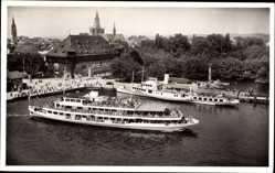 Postcard Konstanz Bodensee, Blick in den Hafen mit Konzil, Schiff, Passagiere