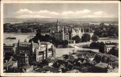 Postcard Schwerin in Mecklenburg Vorpommern, Blick auf Schloss und Umgebung