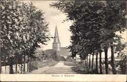 Postcard Breklum Schleswig Holstein, Straßenblick auf die Kirche, Bäume