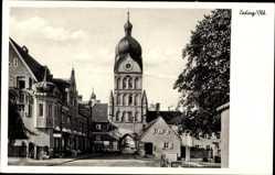 Postcard Erding in Oberbayern, Straßenpartie mit Stadttor, Turm, Geschäfte