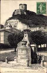 Ak La Roche Guyon Seine et Oise, La Fontaine et le Château
