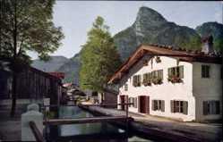 Postcard Oberammergau in Oberbayern, Hausansicht am Mühlbach, Novitas 1144