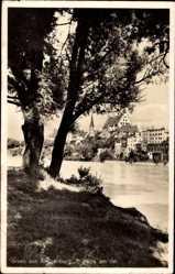 Postcard Wasserburg am Inn in Oberbayern, Flusspartie mit Stadtblick