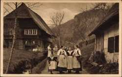 Ak Wolfach im Ortenaukreis, Schwarzwälder Bauernhaus und Tracht