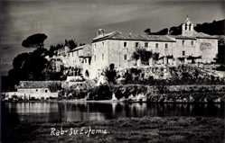 Foto Ak Rab Kroatien, Sv. Eufemia, Flusspartie, Blick auf das Kloster