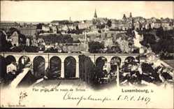 Postcard Luxemburg, Vue prise de la route de Treves, Eisenbahnbrücke, Blick auf Ort