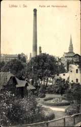 Postcard Löbau in Sachsen, Partie am Hermannsbad, Schornstein, Kirchturm, Park