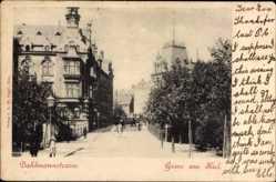 Postcard Kiel, Blick in die Dahlmannstraße, Passanten, Gebäude, Straßenlaterne