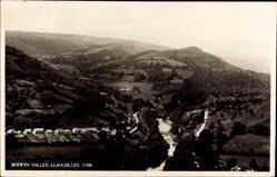 Postcard Llancollen Wales, Berwyn Valley, Panorama der Ortschaft, Fluss