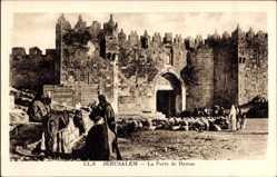 Postcard Jerusalem Israel, vue générale de la Porte de Damas, des habitants