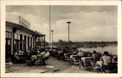 Postcard Dessau in Sachsen Anhalt, HO Gaststätte Kornhaus, Terrasse, Besucher