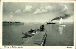 Postcard Tihany Ungarn, Balaton partjan, Ufer, Ruderboot, Seegelboot, Kikötö