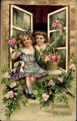 Präge Ak Glückwunsch Pfingsten, Zwei Kinder am Fenster, Blumen