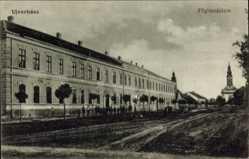 Postcard Vrbas Ujverbasz Serbien, Fögimnazium, Straßenpartie mit Blick auf Gebäude