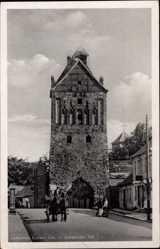 Postcard Lychen im Kreis Uckermark, Blick auf das Stargarder Tor mit Kutsche