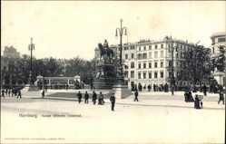 Postcard Hamburg Neustadt, Blick auf das Kaiser Wilhelm Denkmal, Passanten