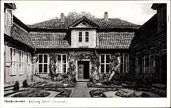 Postcard Wolfenbüttel in Niedersachsen, Innenhof vom Lessing Haus, Rankenbewuchs