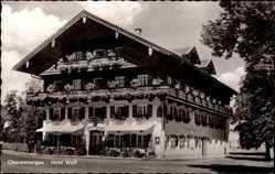 Postcard Oberammergau in Oberbayern, Straßenpartie mit Blick auf das Hotel Wolf