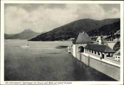 Postcard Die Edertalsperre, Sperrmauer mit Stausee und Blick auf Schloss Waldeck