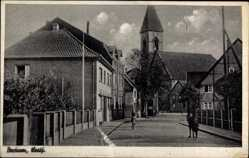 Postcard Bockum Hamm Lippe, Straßenpartie, Kirche, Anwohner, Gebäude