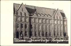 Foto Ak Düsseldorf am Rhein, Ansicht der Schule von außen