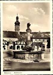 Postcard Weikersheim in Tauberfranken, Marktbrunnen mit Schlosseingang