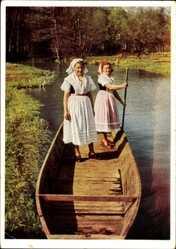 Ak Spreewälderinnen auf einer Gondel im Fluss, Spreewald