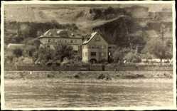 Foto Ak Oberwesel im Rhein Hunsrück Kreis, Partie am Fluss mit Villa